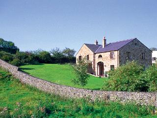 WILLOW COTTAGE, pet friendly, character holiday cottage, with a garden in Giggleswick, Ref 652 - Giggleswick vacation rentals