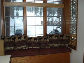 Ski in/Ski out Condo at Mammoth Mountain -Sleeps 8 - Wailea vacation rentals