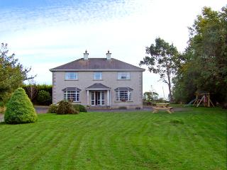 MULLINDERRY HOUSE, family friendly, country holiday cottage, with a garden in Foulksmills, County Wexford, Ref 3659 - Foulksmills vacation rentals