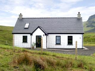 RIDGE END COTTAGE, family friendly, character holiday cottage, with a garden in Conista, Ref 3578 - The Hebrides vacation rentals