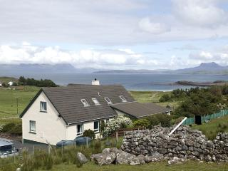 THE APARTMENT, pet friendly, country holiday cottage, with a garden in Aultbea, Ref 1127 - Aultbea vacation rentals