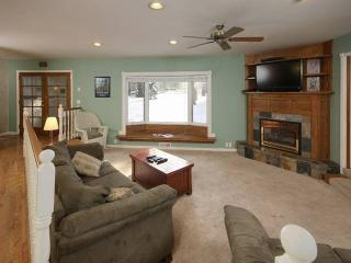 6 Bedroom Tahoe House with Hot tub, large backyard - South Lake Tahoe vacation rentals