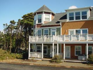 Bella Breeze~Peek of the Ocean - Depoe Bay vacation rentals