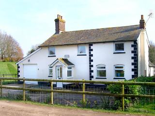 BRIDGE FARMHOUSE, family friendly, country holiday cottage, with a garden in Verwood, Ref 2897 - Verwood vacation rentals