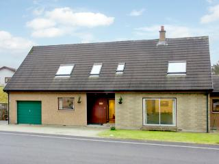 TE BHEAG, pet friendly, country holiday cottage, with a garden in Newtonmore, Ref 1634 - Aviemore and the Cairngorms vacation rentals