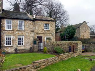 AD COACH HOUSE COTTAGE, pet friendly, character holiday cottage, with a garden in Fremington Near Reeth, Ref 1629 - Fremington vacation rentals