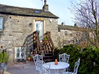 BLACKSMITH COTTAGE, pet friendly, luxury holiday cottage, with a garden in Grassington, Ref 2317 - Grassington vacation rentals