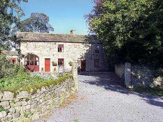 WESTFIELD COTTAGE, pet friendly, character holiday cottage, with a garden in Mickleton Near Middleton-In-Teesdale, Ref 558 - Mickleton vacation rentals