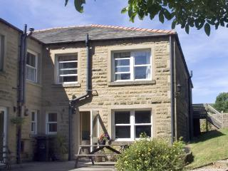 LAUREL BANK COTTAGE, pet friendly, country holiday cottage, with a garden in Embsay, Ref 803 - Yorkshire vacation rentals
