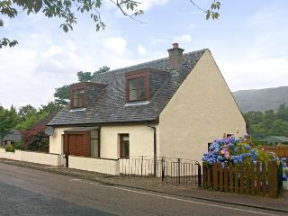 IVY COTTAGE, family friendly, country holiday cottage, with a garden in Glencoe, Ref 2048 - Glencoe vacation rentals