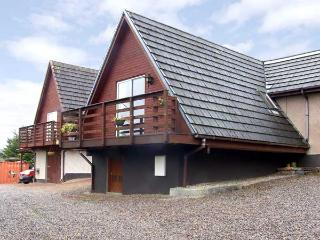 LARCHFIELD CHALET 2, pet friendly, country holiday cottage, with a garden in Strathpeffer, Ref 3558 - Ross and Cromarty vacation rentals