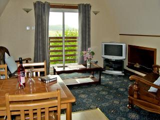 LARCHFIELD CHALET 1, pet friendly, country holiday cottage, with a garden in Strathpeffer, Ref 3557 - Ross and Cromarty vacation rentals