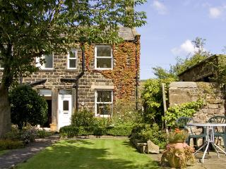 BOX TREE COTTAGE, family friendly, character holiday cottage, with a garden in Embsay, Ref 1485 - Yorkshire vacation rentals