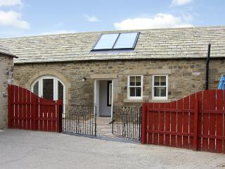 STABLES COTTAGE, family friendly, character holiday cottage, with a garden in Whorlton Near Barnard Castle, Ref 3552 - County Durham vacation rentals