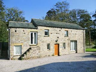 THE OLD STABLES, pet-friendly, character holiday cottage, with a garden in Kirkby Lonsdale, Ref 917 - Cumbria vacation rentals