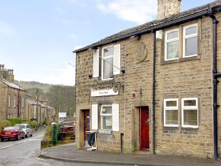 BUTTERFIELD COTTAGE, family friendly, country holiday cottage in Haworth, Ref 2447 - Haworth vacation rentals