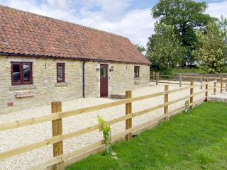 BULL PEN, pet friendly, country holiday cottage, with a garden in Charlton, Ref 3613 - Malmesbury vacation rentals