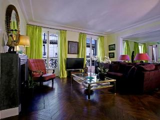 Luxury Paris 3 BDRM with Excellent Amenities! - Clichy vacation rentals