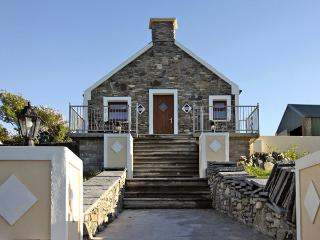 ARDGROOM COTTAGE, with a garden in Eyeries, County Cork, Ref 3675 - County Cork vacation rentals
