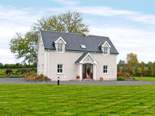 KNOCKADOO LODGE, family friendly, country holiday cottage, with a garden in Riverstown, County Sligo, Ref 3693 - Riverstown vacation rentals