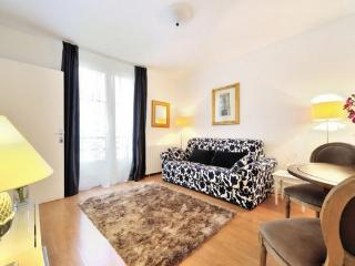 7th arrondissement Chic Rue de Bourgogne  apt #172 - Paris vacation rentals