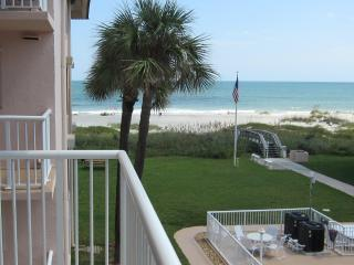 ** Spacious 3 Bedroom on Beach! 4 x 50