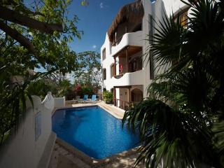 CASA DEL SOL F1 - 2 blocks from Mamitas beach! - Playa del Carmen vacation rentals