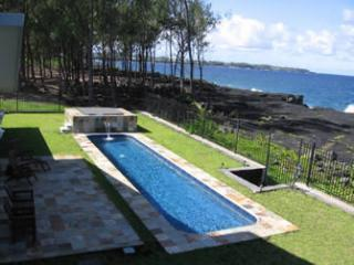 Hale Mar\'s private 38' lap pool and hot tub by the sea - Hale Mar: Luxury, Absolute Oceanfront Home w/private Pool and Hot Tub! - Keaau - rentals