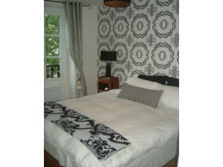 Bedroom in stylish designer fabrics - FabParisPad - stylish apartment in heart of Marais - Paris - rentals