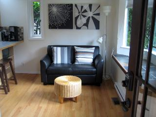 SuiteSweetSuite : Private Garden : KAYAK HIKE SKI - West Vancouver vacation rentals