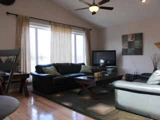 Better Than 5* N.W 4 bedroom Home! Mins to Airport - Calgary vacation rentals