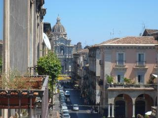 Just right for the perfect city escape up to 16 ! - Catania vacation rentals