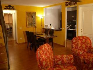Uffizi Apartment Florence 4+2 sleep - Florence vacation rentals