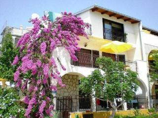 App Komduur - Panorama Apartments 50m from the sea in Croatia - Okrug Gornji - rentals