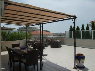 Terrace dining - Perfect base for sun-worshippers! - Juan-les-Pins - rentals