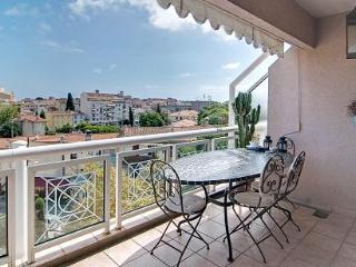 Antibes Romantic apt with great balcony & view - Antibes vacation rentals