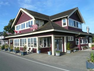 Maple Beach House + New 2Bed 2.5 Bath Guest House - Waterfront Maple Beach 5 Star Rental - Point Roberts - rentals