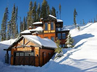Blue Bear, Exquisite Chalet Designed with Entertaining in Mind on Shotcut Run - Big White vacation rentals