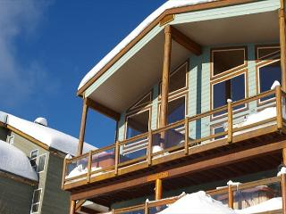 Arolla Chalet D Snow Pines Location With Stunning View in Big White Sleeps 9 - Big White vacation rentals