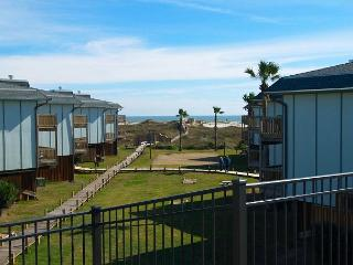 2 bedroom 2 bath spacious condo in a nice beachfront complex. - Port Aransas vacation rentals