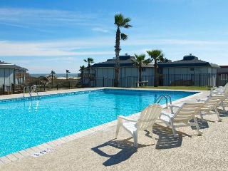 2 bedroom 2 bath condo at Beachhead condos! POOL! Beach access! - Port Aransas vacation rentals