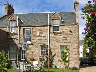 BANK VIEW, pet friendly, country holiday cottage, with a garden in Chirnside, Ref 3663 - Chirnside vacation rentals