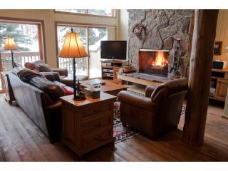 Comfortable Leather Furniture, Big Screen TV, and Fireplace - Spacious Ski-In Condo - Hdtv,Wifi,Hot Tub,Yellowst - Teton Village - rentals