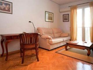 Heart of Madrid: Gran Via Sol Apartment - World vacation rentals