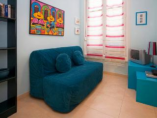 Cozy Budget Loft Great Location Madrid Centre GV 2 - World vacation rentals