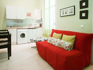 Madrid Cozy Low-Cost & Central GranVia3 - World vacation rentals