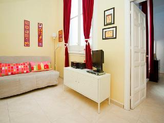 LOWER PRICES! Madrid Gran Via 4 up to 5p Wifi! - World vacation rentals