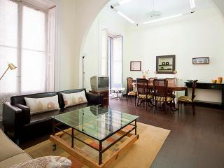 Madrid Gran Via 1: Large lounge, 2 balconies, Very central, Wifi - World vacation rentals
