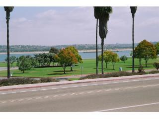 Crown Point Shores across the street from cottage - Cottage - Peek View of Mission Bay, WiFi, Bikes - San Diego - rentals