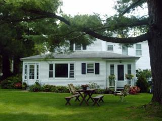 Berkshires Spacious Comfortable Charming Farmhouse - Image 1 - Lee - rentals